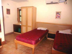 11) Bedroom-min